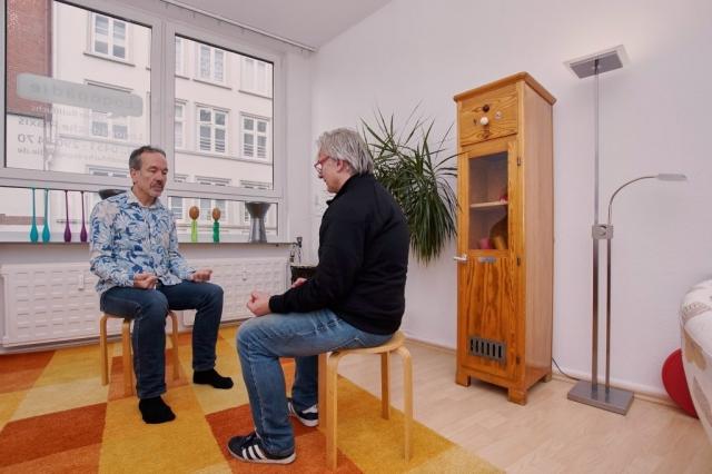 Artikulationsübung bei einem M. Parkinson-Patienten.